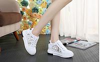 Кроссовки белые с кружевом