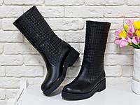 Сапоги кожаные черного цвета на черной подошве свободного одевания