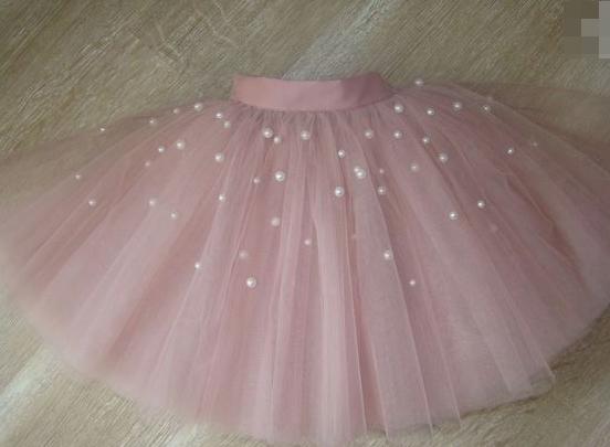 Пышная юбка фатиновая с жемчугом.