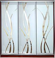 Шкаф-купе трехдверный с фасадами из матовых зеркал и зеркал с рисунком пескоструй на 3 двери