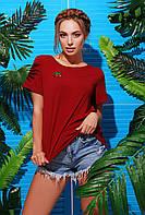 Яркая бордовая женская футболка с нашивкой вишенки