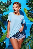 Яркая голубая женская футболка с нашивкой фламинго