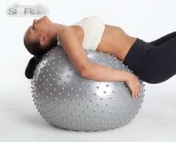 Мячи, коврики и гантели для фитнеса