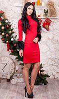 Красное платье с меховыми манжетами