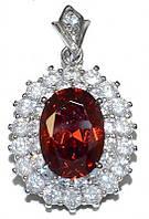 Кулон женский. Камень: бордовый и белый циркон. Цвет металла: серебряный. Высота: 3,5 см. Ширина: 20 мм.