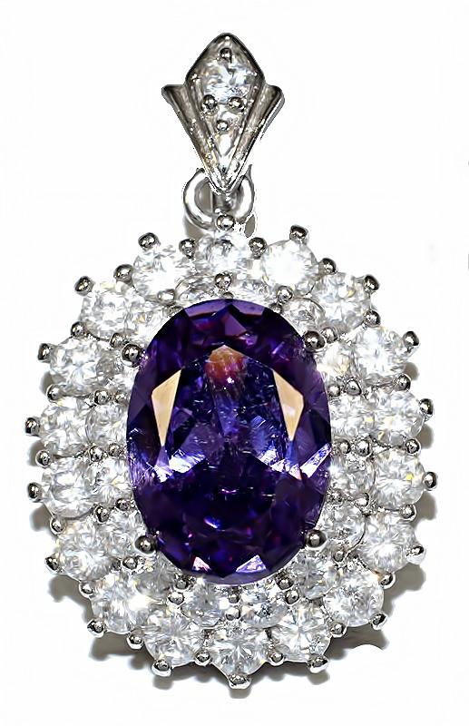 Кулон женский. Камень: сиреневый и белый циркон. Цвет металла: серебряный. Высота: 3,5 см. Ширина: 20 мм.