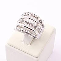 Кольцо в белом металле декорировано мелкими камнями