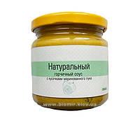 Горчичный соус с кусочками маринованного лука