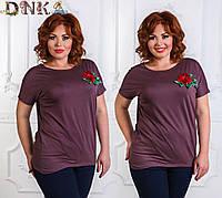 Женская батальная футболка с цветком