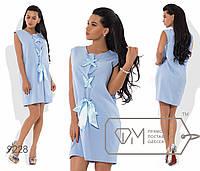 Платье нежного цвета с атласными лентами