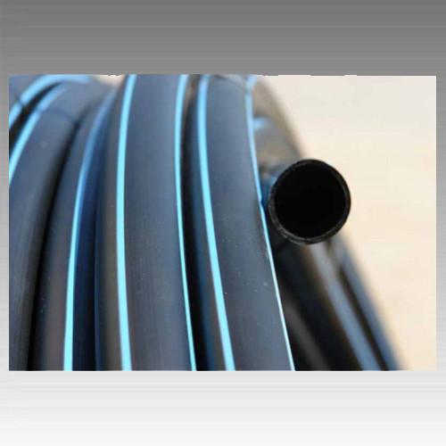 Труба полиэтиленовая, черная с синей полосой (10 атмосфер) Ø25;