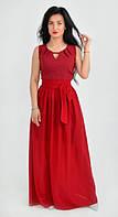 Красное яркое платье модного фасона