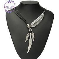 Ожерелье с металлическими перьями