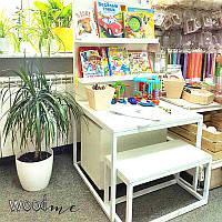 Детский столик с полками для книг