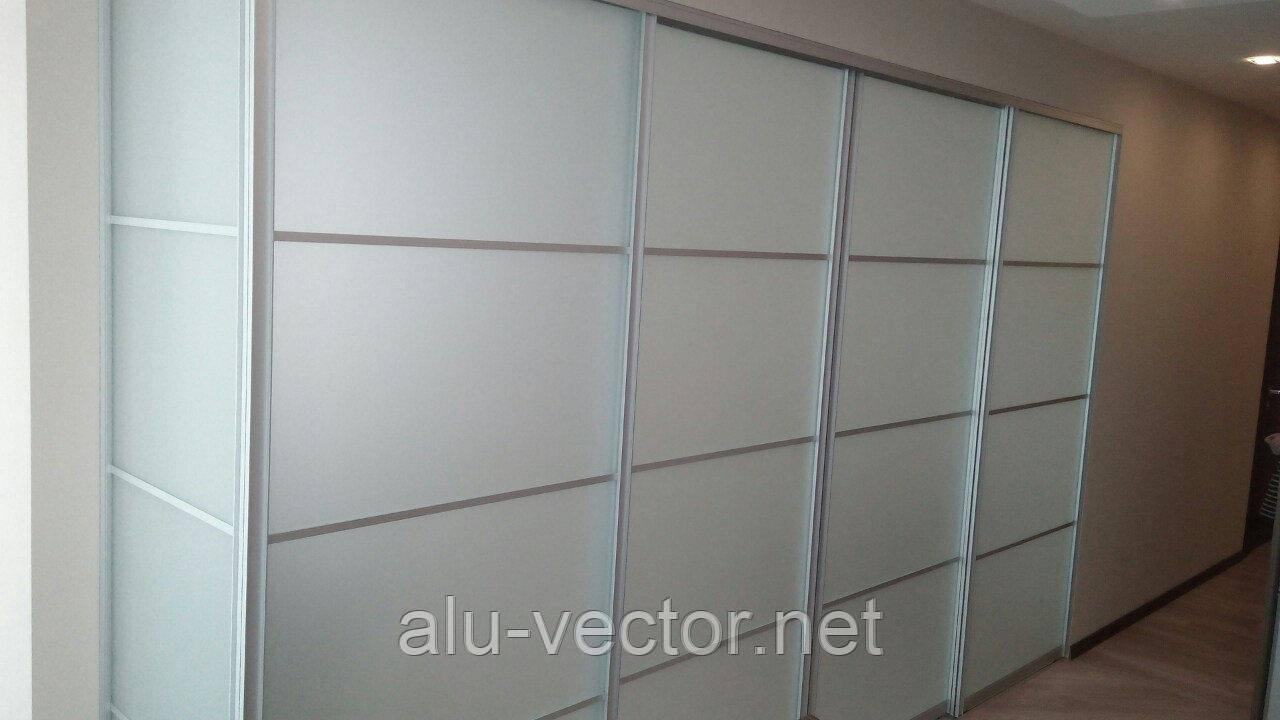 Угловые двери купе со стеклом сатин