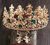 Комплект круглая корона с серьгами в золоте с зелеными камнями и жемчугом, диадема, высота 6,5 см.