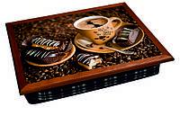 Поднос на подушке кофе и шоколадные печеньки