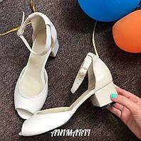 Кожаные женские босоножки низкий каблук
