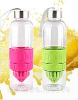 Стеклянная бутылка для самодельного лимонада с узким горлышком