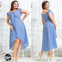Платье асимметричной длины на запах с фиксирующими резинками на плечах, декорированное принтом в полоску.