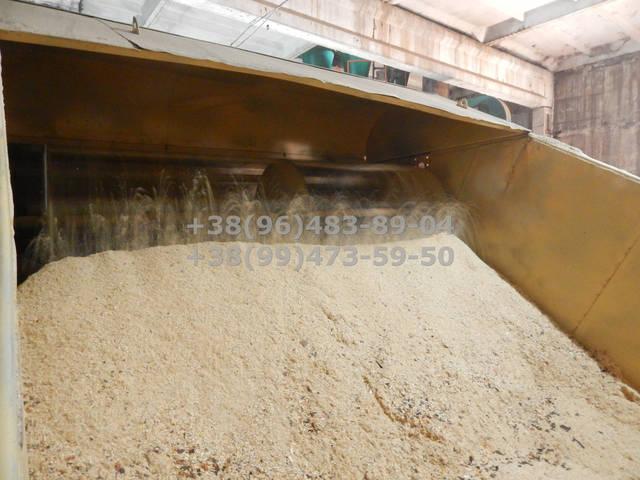 Накопитель опилки, дозированная подача сырья на линию