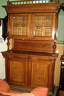 Старинный деревянный сервант- буфет