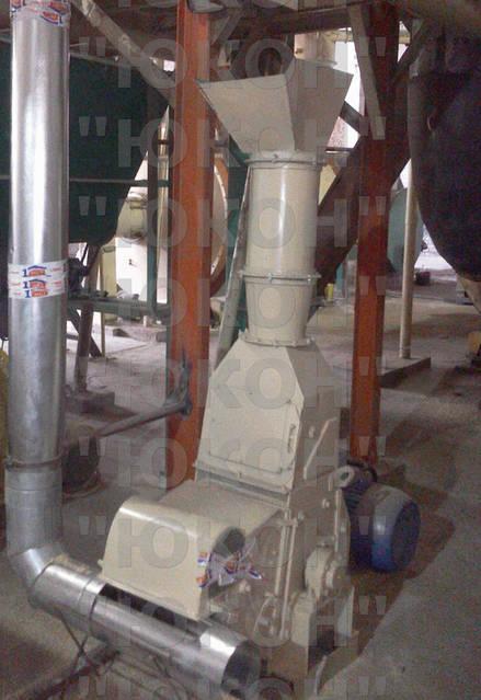 Ситовая молотковая дробилка, доизмельчение сухого сырья и подача на блок гранулирования