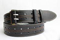 Джинсовый кожаный ремень 45 мм черный двухпальчиковый прошитый белой и коричневой ниткой