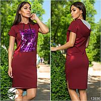 Стильное платье асимметричной длины с капюшоном на завязках, декорировано яркими пайетками.