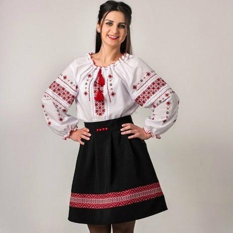 78915c7aaef В ассортименте красивые женские вышиванки и вышитые сорочки. Ткань  вышиванок — батист или лен