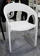 Стул пластиковый OW-135 белый имитация ротанга для открытых площадок кафе, ресторана, пивного паба