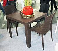 Стол пластиковый OW-T209S коричневый  имитация под ротанг для открытых площадок кафе, ресторана, пивного паба