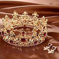 Комплект круглая корона с серьгами в золоте с зелеными, красными камнями, жемчугом, диадема, высота 6,5 см.