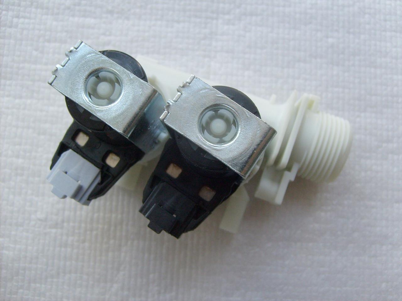 Клапан впускной для стиральной машины Indesit C00110333 - ИНЭК в Кременчуге