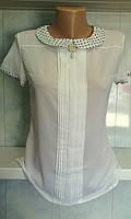 Блуза белая с воротником в горошек