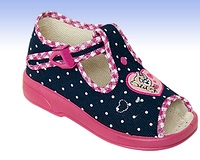 Обувь детская, тапочки, р.25. босоножки. Летняя детская и подростковая обувь