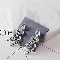 Серебристые женские серьги в форме треугольников