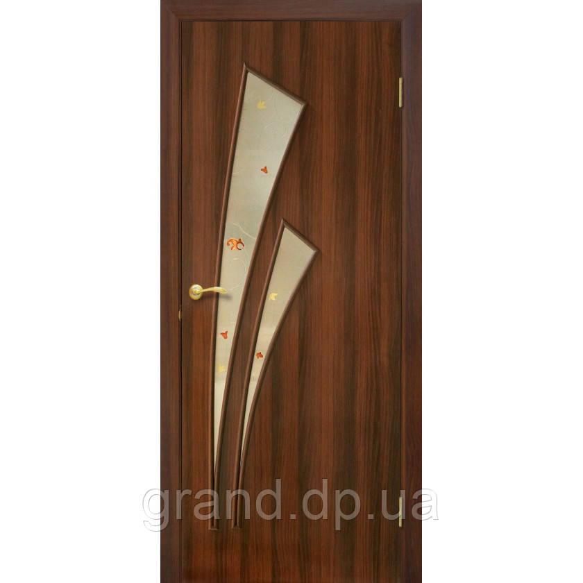 """Дверь межкомнатная """"Триумф ПВХ""""  с рисунком на стекле, цвет орех"""