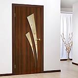 Двери межкомнатные Омис  Триумф ПВХ  с рисунком на стекле, цвет орех, фото 2