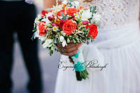 Букет невесты из роз, фрезии, ромашки