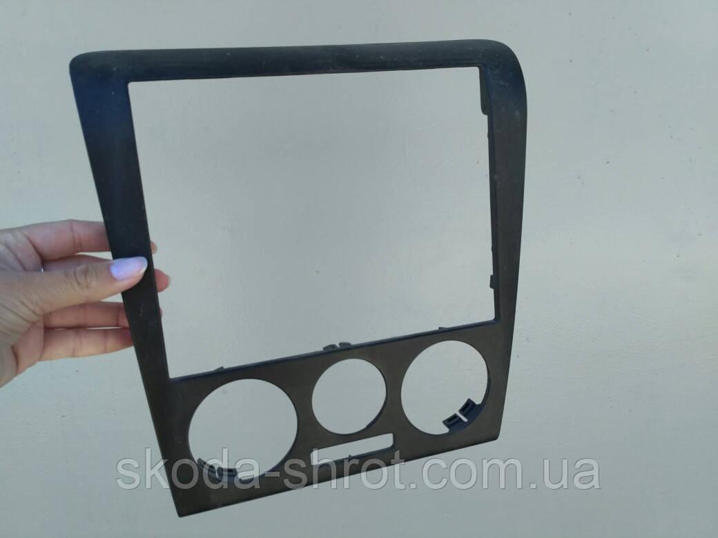 Рамка кондиционера, накладка выключателя Октавия Тур 1U1 863 399