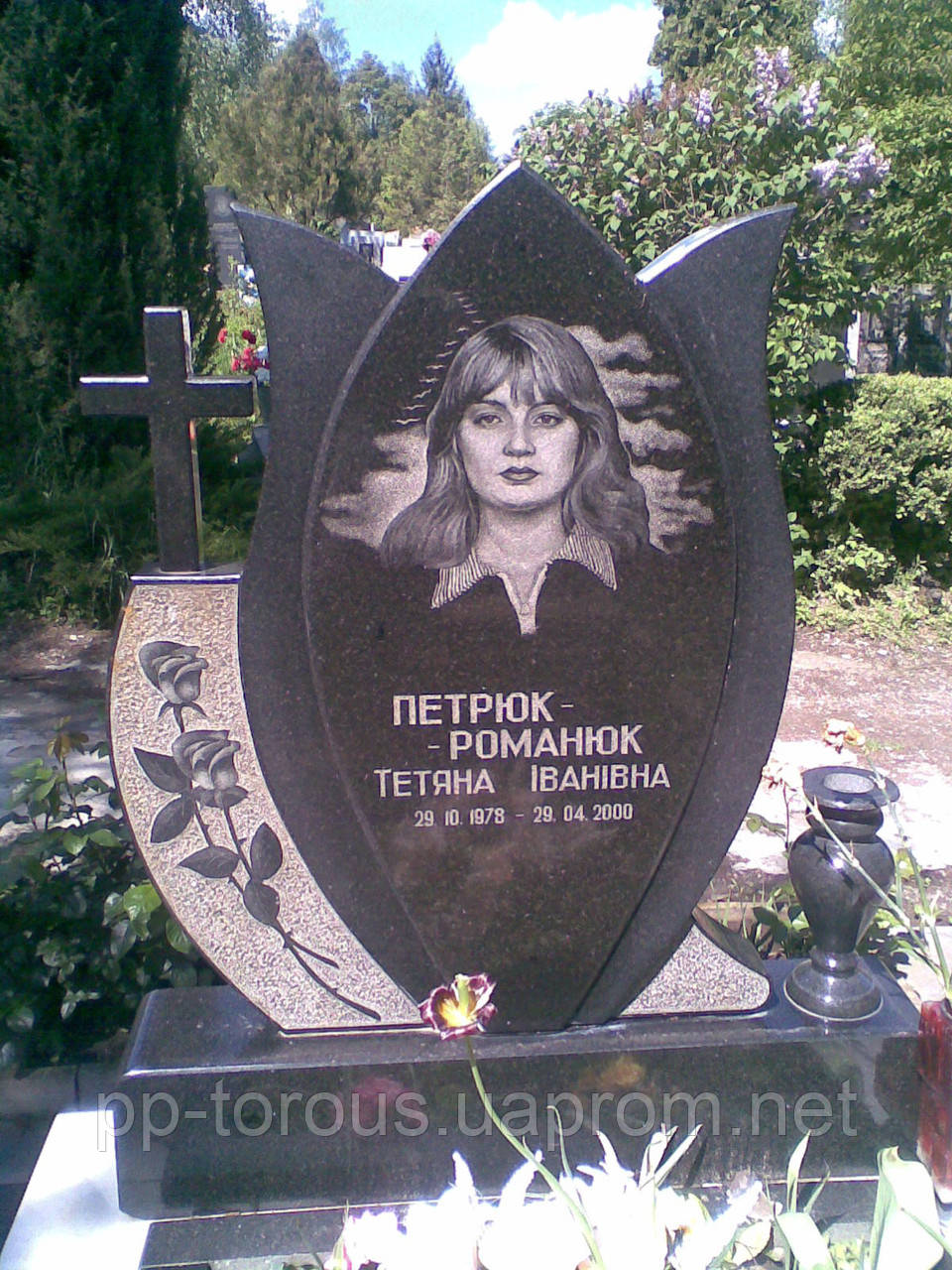 Надгробные памятники с тюльпанами как правильно писать соболезнование