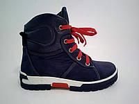 Зимние подростковые ботинки спортивного типа  с красными шнурками