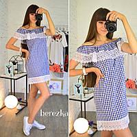 Красивое женское платье с открытыми плечами и кружевом