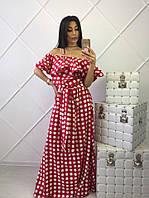 Красное платье макси в горошек