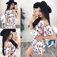 Молодежное платье с открытыми плечами в цветочный принт