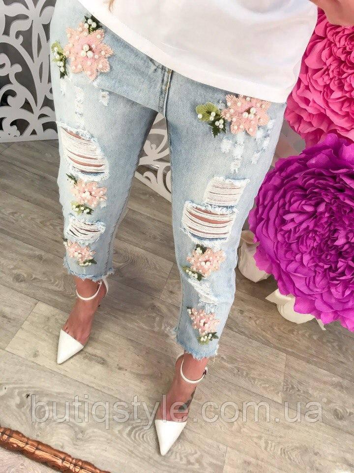 Стильні короткі жіночі джинси з вишивкою і дірками тренд 2017 року