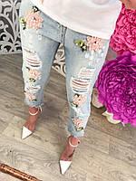 Стильные короткие женские джинсы с вышивкой и дырками тренд 2017 года