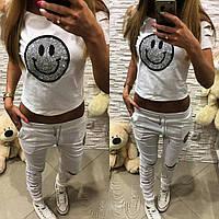 Костюм  брюки+ футболка ( смайлик камни) белый и пудра