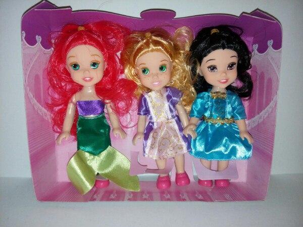 Набор куколок принцесс.